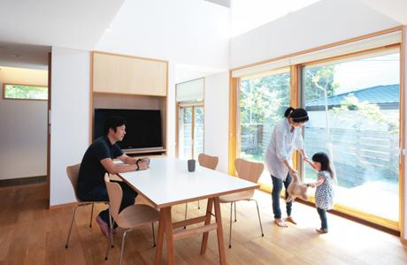 サンゴバンのソリューションは、室内空気のクォリティや太陽光の透過調整に役立ちます。
