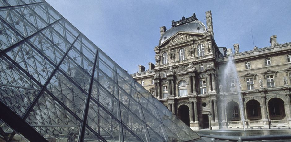 Provision of a total of 673 glass panes for use in the Louvre Pyramid.