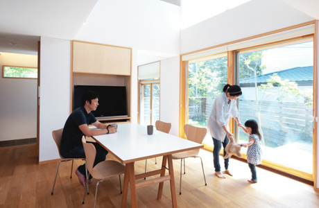 Saint-Gobain offers solutions to improve interior air quality and light management.