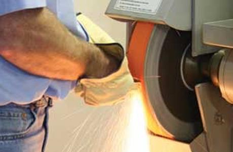 「SGブレイズ™ R980」 は、その優れた砥粒エッジにより少ない加圧でダイナミックな性能を発揮します。
